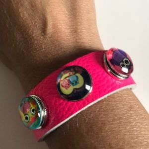 Jewelry - Hot pink soft leather 3 snap bracelet with snaps